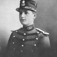 Juan Domingo Perón con uniforme de cadete del Colegio Militar de la Nación, donde ingresa en 1911