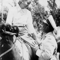 Secuencia Fotográfica de Perón y Evita en una cabalgata por Palermo, 1947