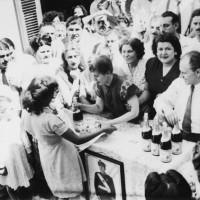 Cada fin de año el gobierno peronista y la Fundación Eva Perón entregaban a las familias más necesitadas pan dulce y sidra para que pudieran festejar