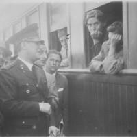 El coronel Perón recibe a los damnificados del terremoto de San Juan, enero de 1944