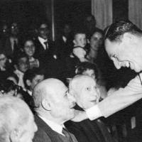 Perón recibe a un grupo de ancianos
