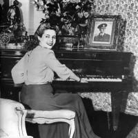 En 1944 Perón conoció a Eva Duarte, quien se convertiría en su esposa e invalorable compañera
