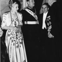 Perón y Evita reciben el saludo de diplomáticos