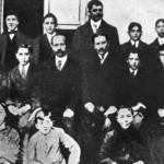 Juan Domingo con sus compañeros y profesores del Colegio Politécnico de Olivos, donde estudia desde 1909