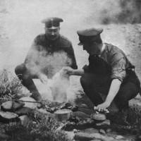 Un momento de descanso para el subteniente Perón durante las maniobras generales, Entre Ríos, 1914