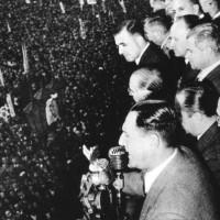 Perón dirigiéndose a su pueblo desde el balcón de la Casa Rosada