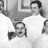 El teniente Perón posa junto al Equipo Nacional de Esgrima, 1924