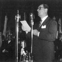 """El Presidente de la Nación, general Juan D. Perón clausura el Primer Congreso Nacional de Filosofía, con la lectura de un texto que luego se editaría bajo el título de """"La Comunidad organizada"""" (Mendoza, abril 1949)"""