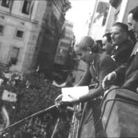 Perón y Evita en el balcón de la Casa Rosada de Gobierno el 17 de octubre de 1951