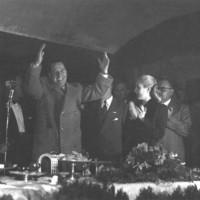Perón y Evita asisten a un acto de los trabajadores ferroviarios en Parque Retiro, 1946