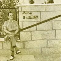 El general Perón frente de su quinta 17 de octubre, en Puerta de Hierro