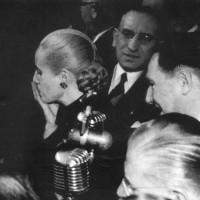 Acto del 17 de octubre de 1951 celebrado en Plaza de Mayo. Con la transmición de este acto queda inaugurada la televisión argentina