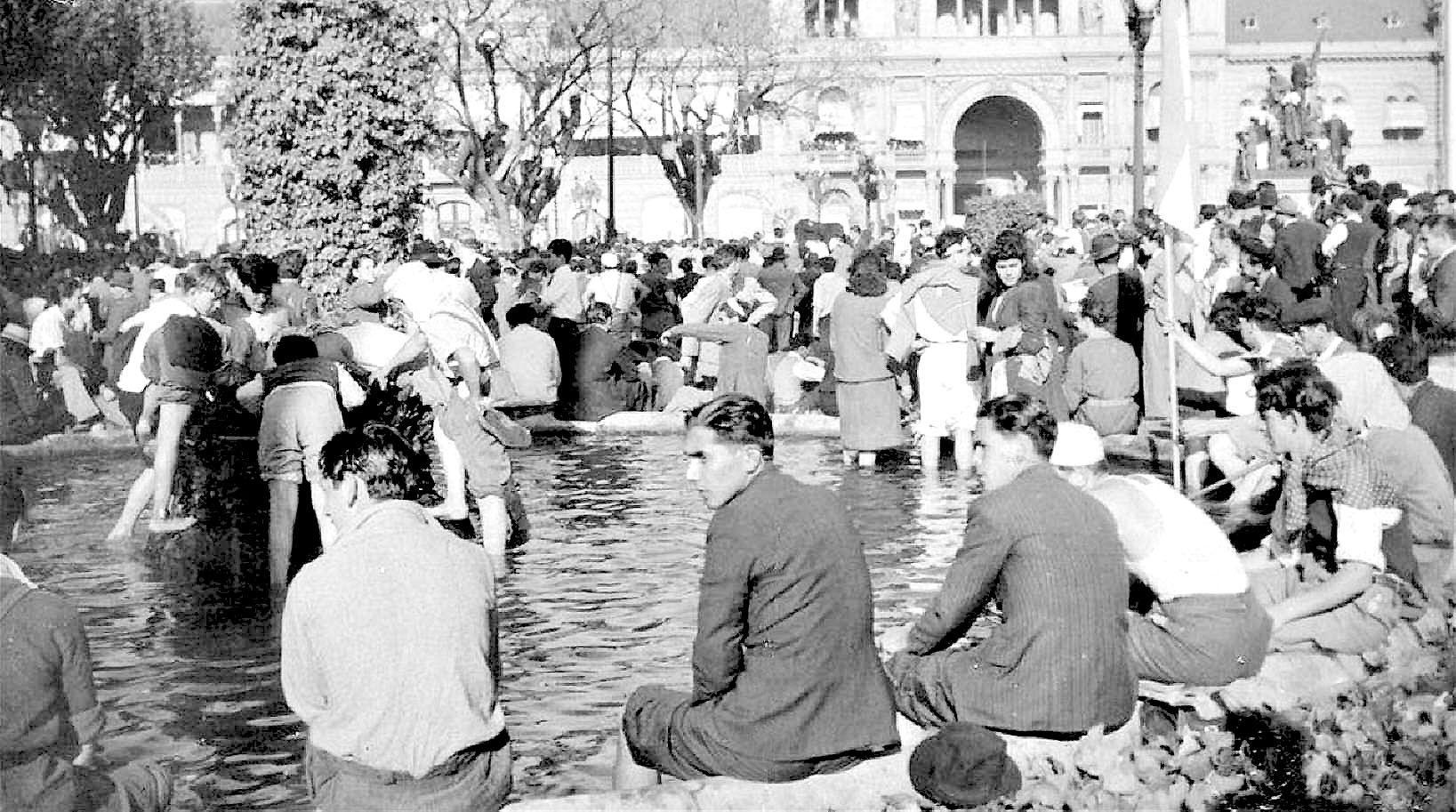 Resultado de imagen para Foto de la fuente 17 de octubre de 1945